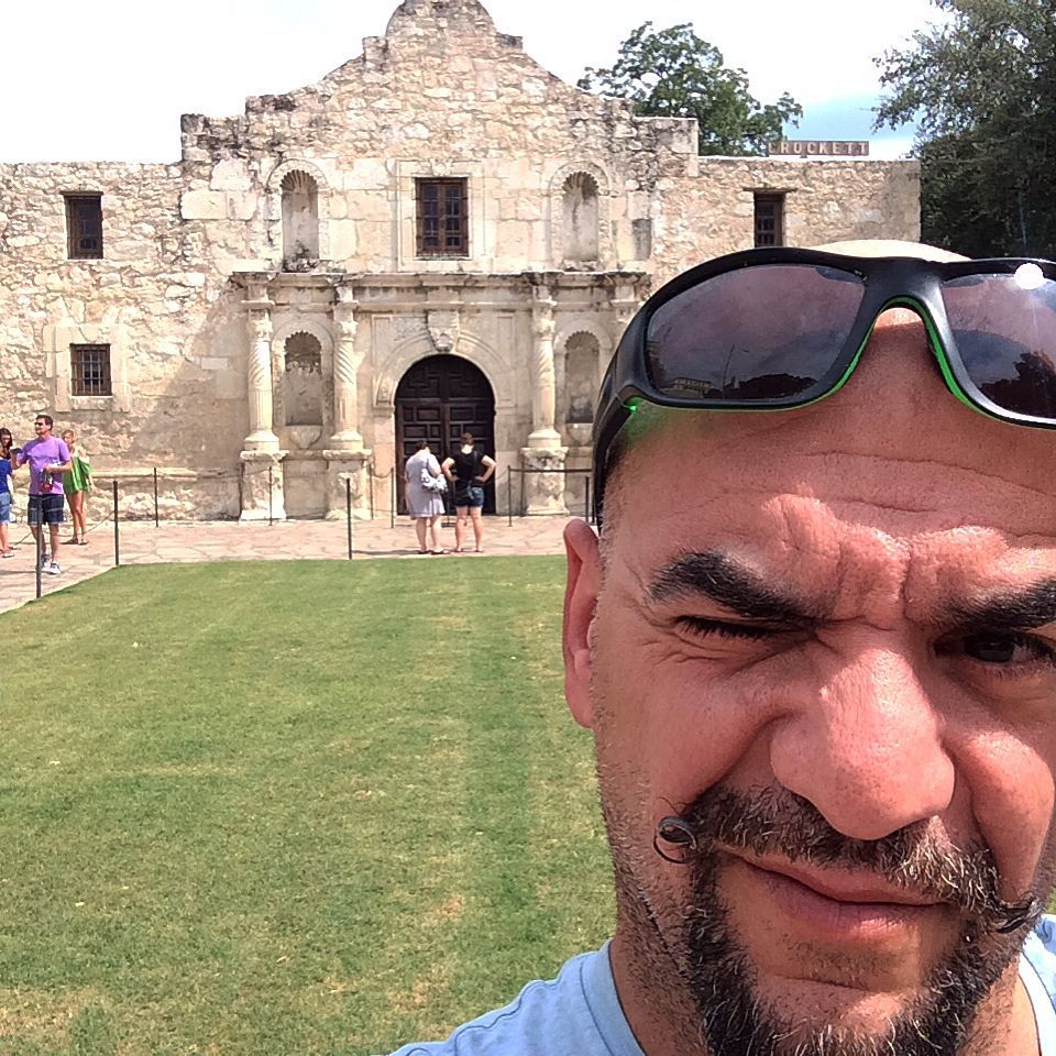 """There's no basement in the #Alamo!"" RIP #JanHooks. Squinty #selfie in #SanAntonio looking right into the sun."