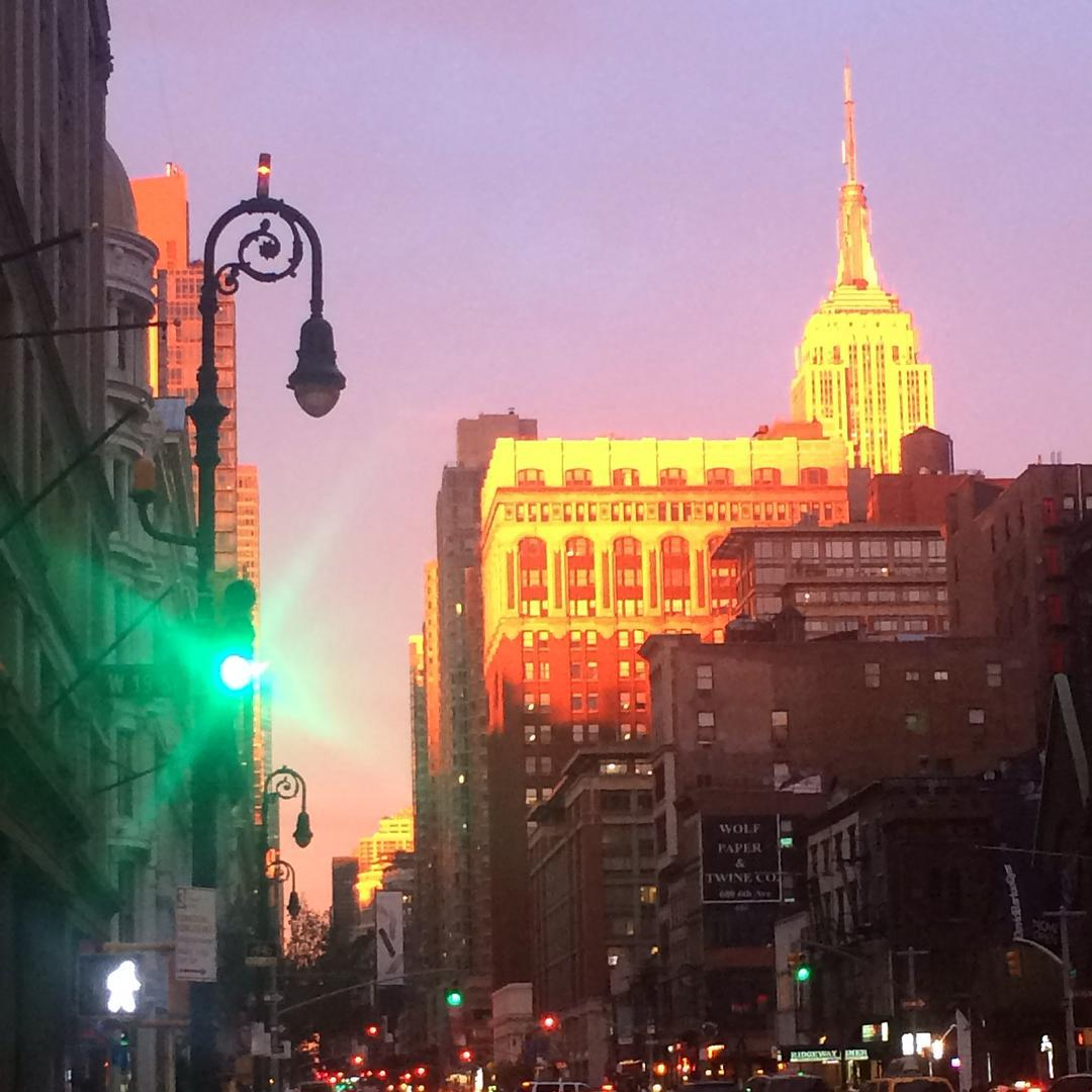 Hi #Prettyprettynewyorkcity,so good to be #home. #magichour #chelsea #empirestatebuilding #nofilter  #prettyprettynewyorkcity