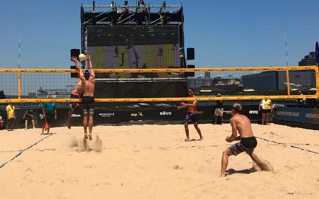One more #actionshot from @avpbeach #volleyball in #manhattan this weekend. #prettyprettynewyorkcity