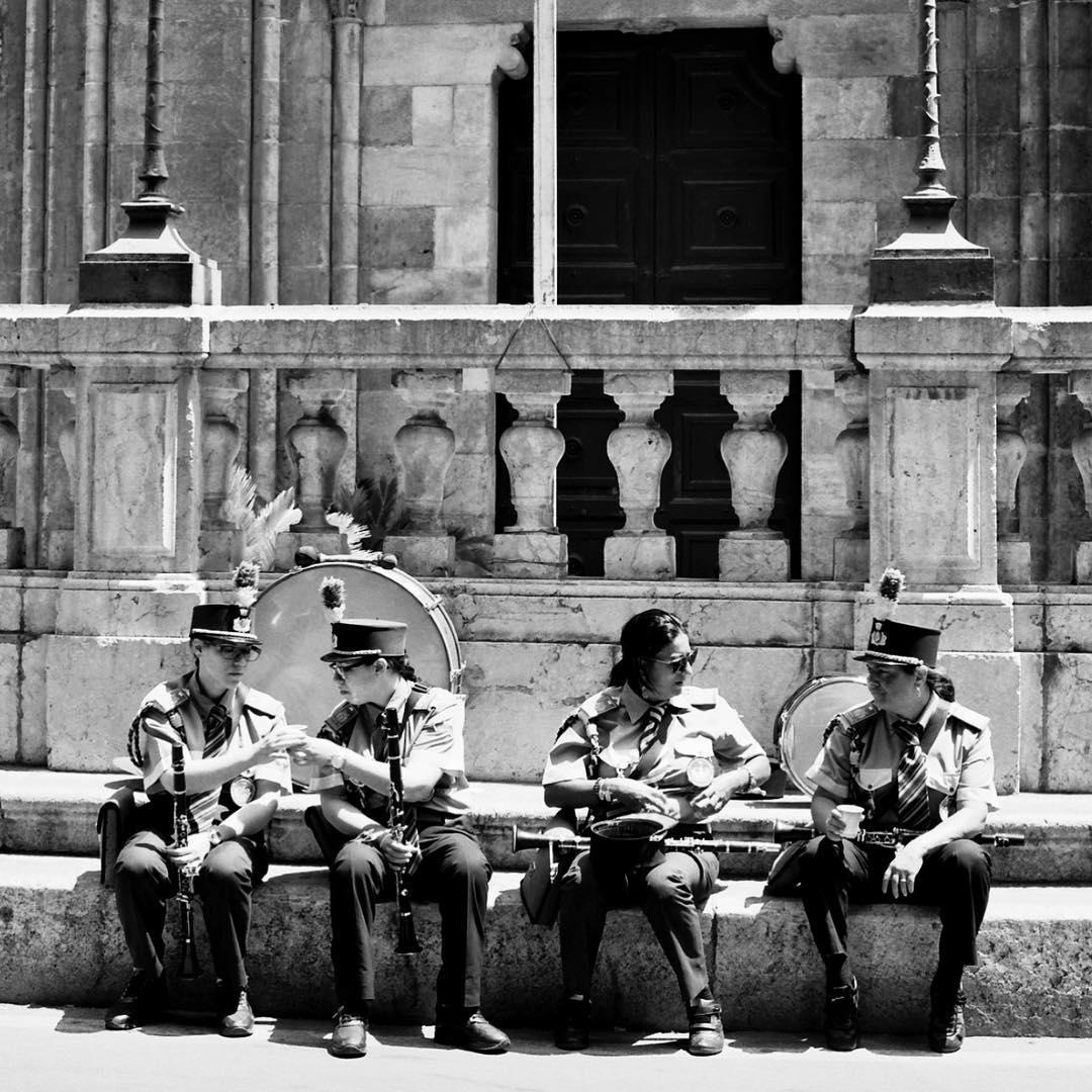 #catedraledipalermo #musicians #marchingband festival di #santarosalia in July #palermo #sicily #sicilia #italy #italia #blackandwhite #shootfilm #120film #hasselblad #streetphotography